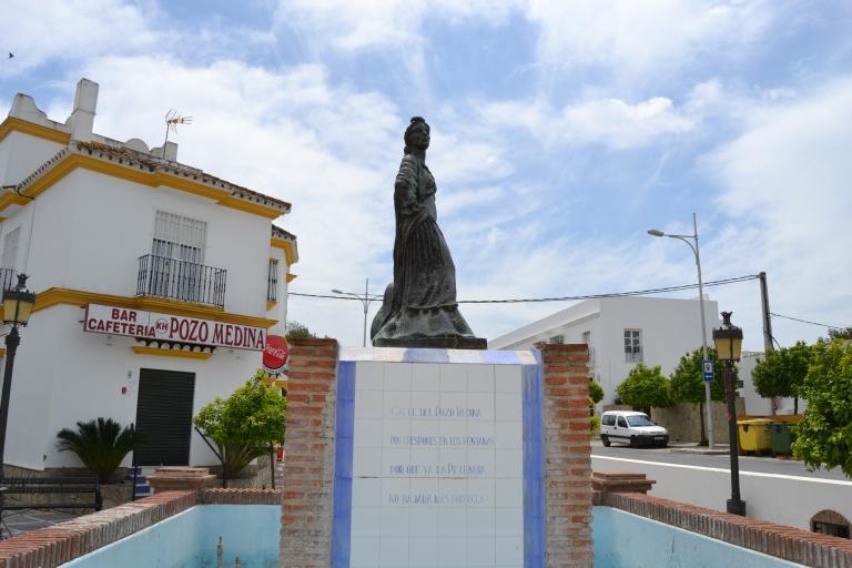 Monumento_a_La_Petenera_(35645663765).jpg